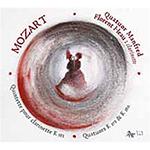 Deux transcriptions des Sonates K378 et 380 pour violon et piano accompagnent le Quintette avec clarinette de Mozart